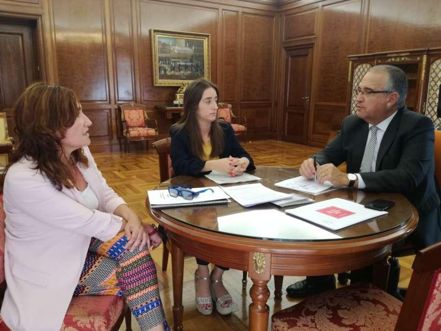 El alcalde de Pamplona se reúne con las alcaldesas de Burlada y Egüés