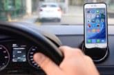 Usar el móvil provoca dos de cada diez muertes al volante, 390 al año