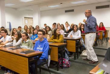 Alumnos de Bachillerato de todo España participan en la VIII EdiciónClub de la Ciencia de la Universidad de Navarra