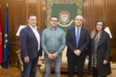 El alcalde de Pamplona recibe a los representantes de DYA Navarra