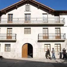 El Ayuntamiento de Huarte Araquil, condenado a colocar la bandera de Navarra en un lugar preferente de su fachada