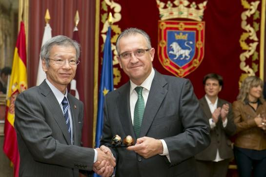 El alcalde de Pamplona recibe a la delegación de la Prefectura de Yamamughi