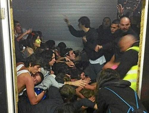 Familiares y amigos recuerdan a las víctimas del Madrid Arena