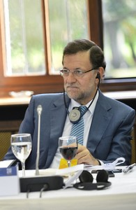 """Rajoy dice prometer """"bajada de impuestos"""""""