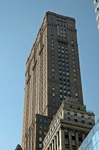 Un hombre lanza a su hijo de 3 años desde un rascacielos de Nueva York y luego se suicida