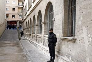 El juez autoriza que la infanta Cristina acceda en coche hasta la puerta del juzgado