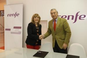 Ayuntamiento y Renfe firman un convenio de descuentos en el tren a Pamplona