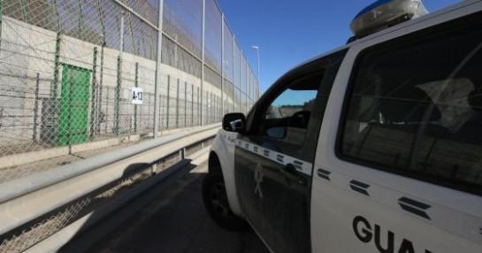 Medio millar de inmigrantes divididos en varios grupos intentan entrar en Melilla