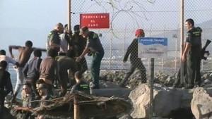 EDITORIAL: Gas-pimienta contra la violencia de los inmigrantes ilegales en Melilla