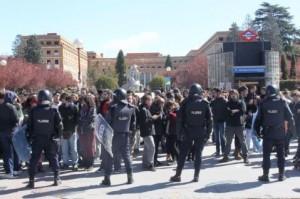 50 detenidos en los altercados de la Complutense por la huelga de Educación