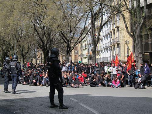 Policía Nacional y Foral disuelven al grupo de manifestantes que actuaban con violencia