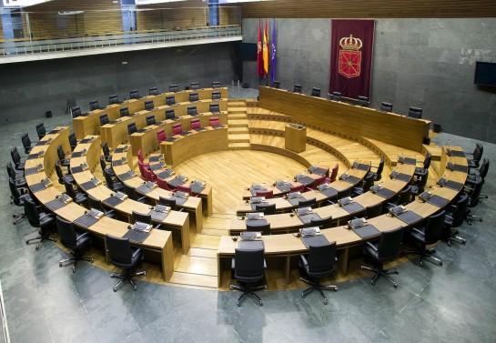 El Parlamento de Navarra rechaza un referéndum sobre la Monarquía con los votos del PSN