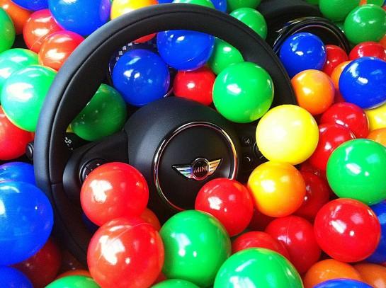 ¿Cuántas pelotas caben en un MINI?
