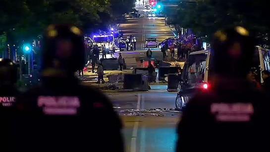 Continúan los altercados del movimiento Okupa en el barrio barcelonés de Sants contra los Mossos