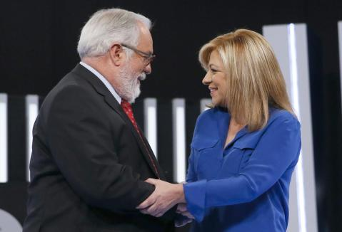 Arias Cañete pide disculpas y Valenciano las acepta