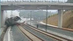 CIAF de Fomento culpa al maquinista en el descarrilamiento de tren en Santiago