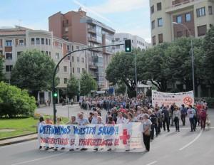 Manifestación multitudinaria por la sanidad pública en Pamplona