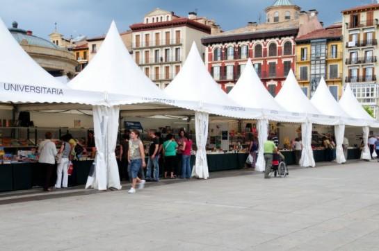 Las librerías acercan sus ofertas al lector en una nueva edición de la Feria del Libro de Pamplona