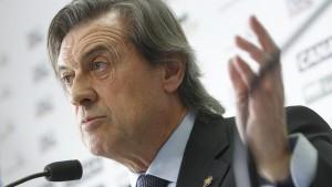 Miguel Archanco pone su cargo de presidente en manos de los socios de Osasuna.
