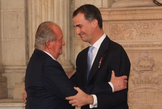El Rey Felipe VI toma el relevo a Juan Carlos I