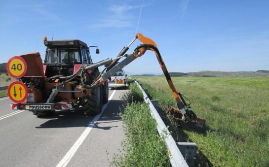 Fomento destina 1,1 millones de euros al desbroce de márgenes en los 3.600 km de carreteras navarras