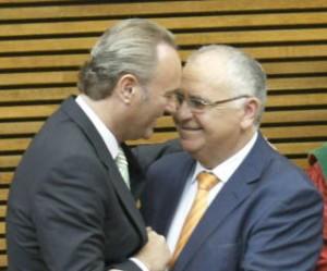 A la derecha, Cotino junto a Fabra, presidente valenciano
