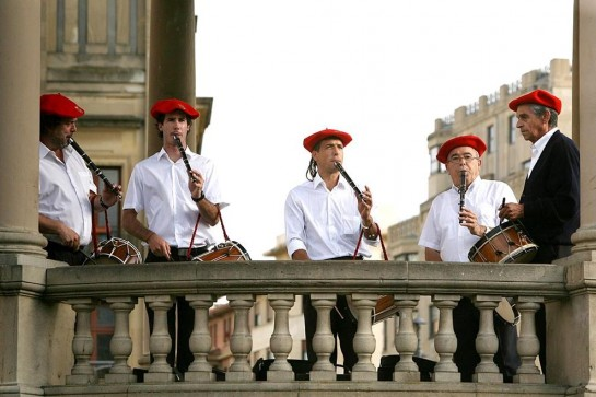 El martes comienzan los bailables de txistu y gaita que se celebran cada verano en la Plaza del Castillo