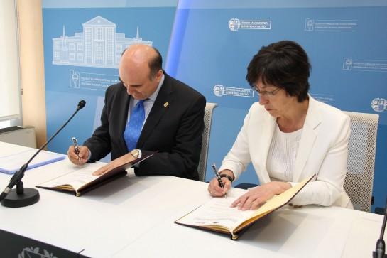 El Gobierno de Navarra firma con el vasco un acuerdo de colaboración entre Policía Foral y Ertzaintza