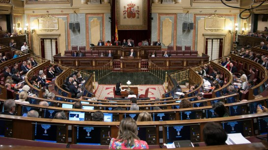 """La oposición en contra del Gobierno por cambiar 26 leyes por """"decreto"""""""