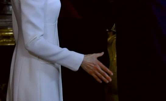 Así quedó la mano de Letiza tras casi tres mil saludos en el besamanos tras la proclamación