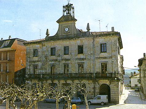Un juzgado de Pamplona ordena retirar carteles de Udalbiltza del Ayuntamiento de Echarri Aranaz