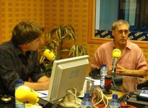 Joseba Urrusolo Sistiaga junto a Javier del Pino durante la entrevista.- (CADENA SER)