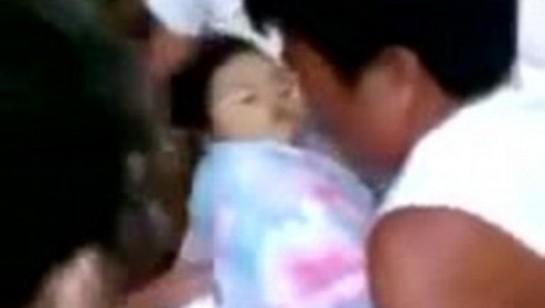 Una niña filipina 'resucita' en su funeral