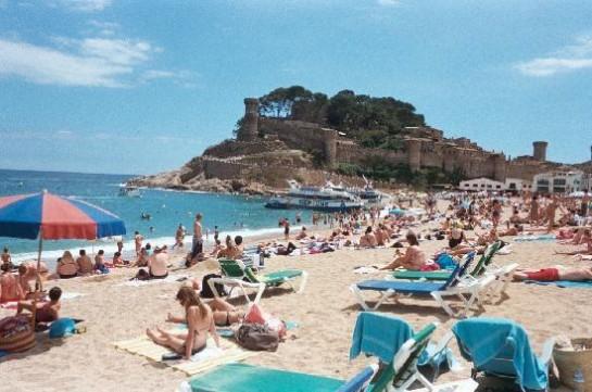 Los españoles notan la crisis: Menos gasto y menos días de vacaciones