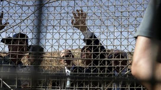 Unos 200 inmigrantes no pueden con la primera valla fronteriza 'antitrepa' de Marruecos con Melilla