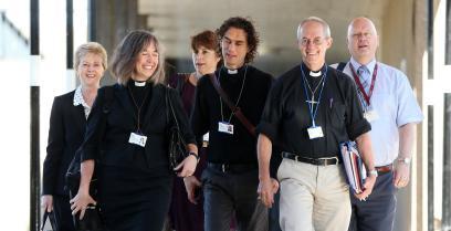 La Iglesia de Inglaterra vota «Sí» a la ordenación de obispas