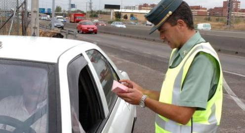 Tráfico invertirá 8,6 millones de euros para poder tramitar 200 multas cada hora