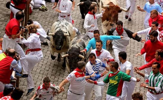 Sin mayor gravedad los cinco heridos en el primer encierro protagonizado por toros de Torrestrella