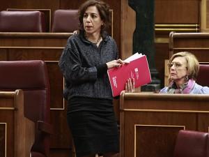 Irene Lozano se dirige a la tribuna del Congreso. (Foto: El Mundo).