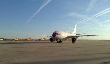 Llega a España el avión que repatria al cura enfermo de ébola Miguel Pajares y a la religiosa Juliana Bohi
