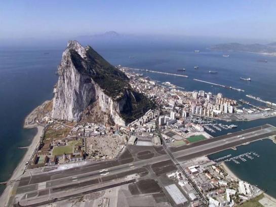 España quiere la administración conjunta del aeropuerto de Gibraltar, según FT