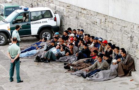Rajoy promete contundencia contra la inmigración ilegal
