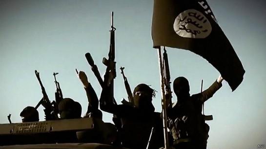 Estado Islámico acusa a 10 miembros de traición y los decapita
