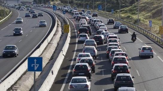 Veintiséis muertos en la carretera en Semana Santa, que se cierra con atascos