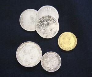 Imagen de las monedas halladas entre la documentación judicial. (Foto: Navarra.es).