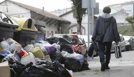 Empresa y sindicatos acuerdan desconvocar la huelga de basuras en Lugo después de 60 días