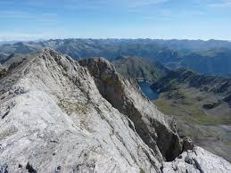 Muere un montañero zaragozano al caerse en el pirenaico ibón de Vallibierna, cerca de Benasque