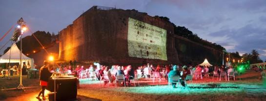 Los italianos eVenti Verticale presentan 'Wanted' en el III Festival de danza vertical de las murallas