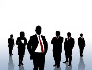 EL director ejecutivo es un varón de unos 50 años y estudiante de una universidad «top»