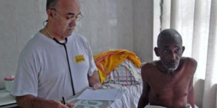 Se busca a un superviviente de ébola para tratar a García Viejo